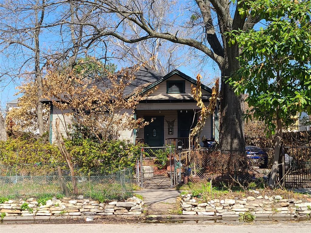 This Week in Demolition: Photos are key to selling a house